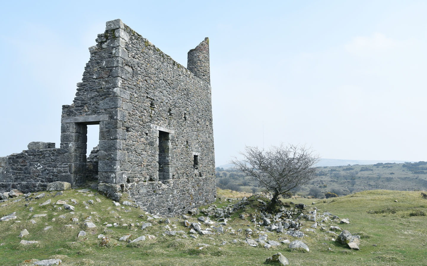 old ruin of an engine house on bodmin moor in cornwall