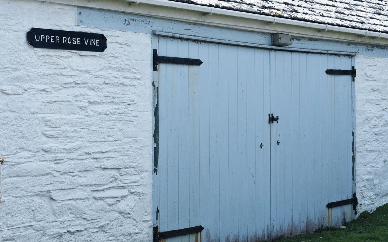 blue barn doors at rosevine in cornwall