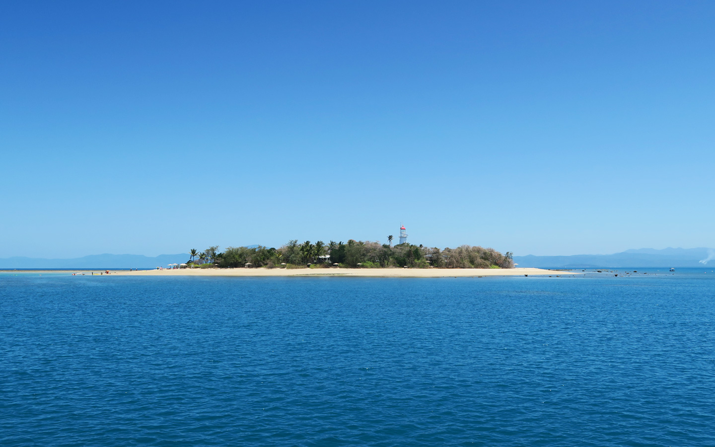 low island at the great barrier reef in australia